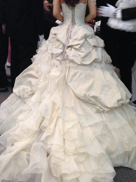 ウェディングドレス・後ろ