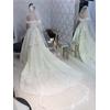 有名人のデザインのドレスも多数あります