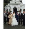 小さなチャペルの前で森の結婚式