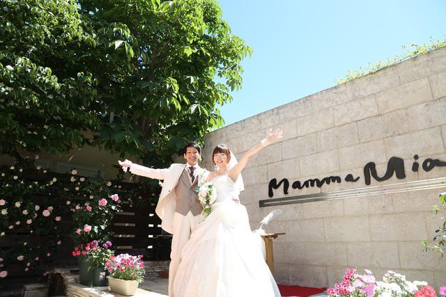 bbc11fee01c99 ... 4月~5月のガーデンでは、新緑と青空、そして花々に囲まれた結婚式をかなえることができる ...