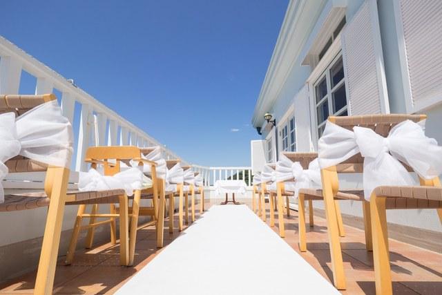 98a4c9f08d87 海辺にたたずむ一軒家レストラン。青い海とやさしい潮風に癒されるひとときで、大切なゲストをおもてなし。ゆったりとした時間と美味しいお料理で、心に残る一日をお  ...