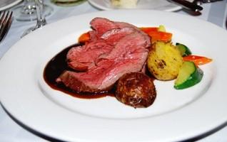 ゲストに満足してもらいたい!結婚式で人気の婚礼料理のジャンルは?
